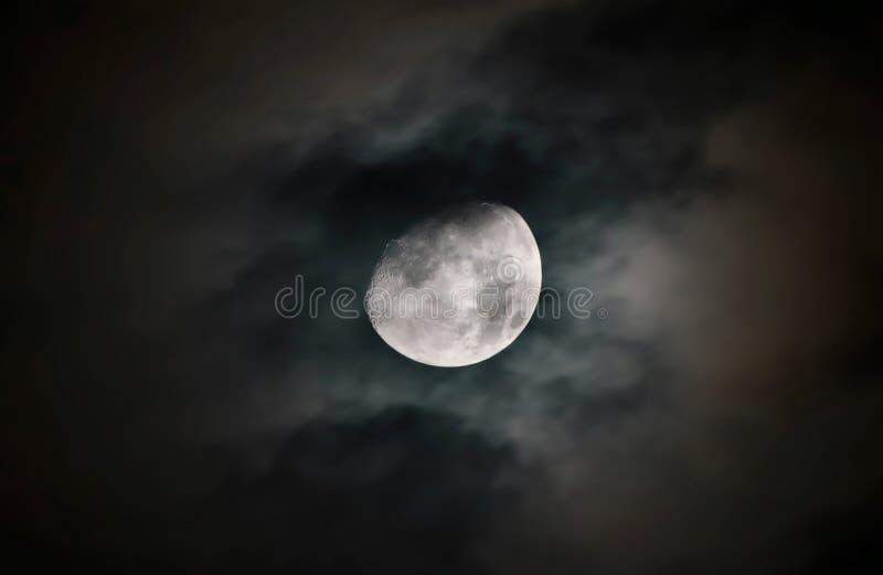 Superfície da lua com detalhes fotos de stock