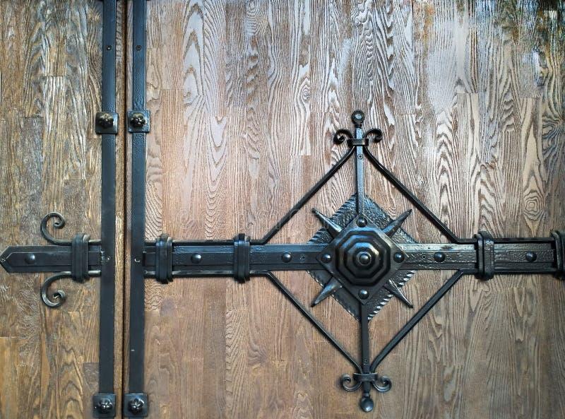 Superfície da madeira com elementos do forjamento imagem de stock