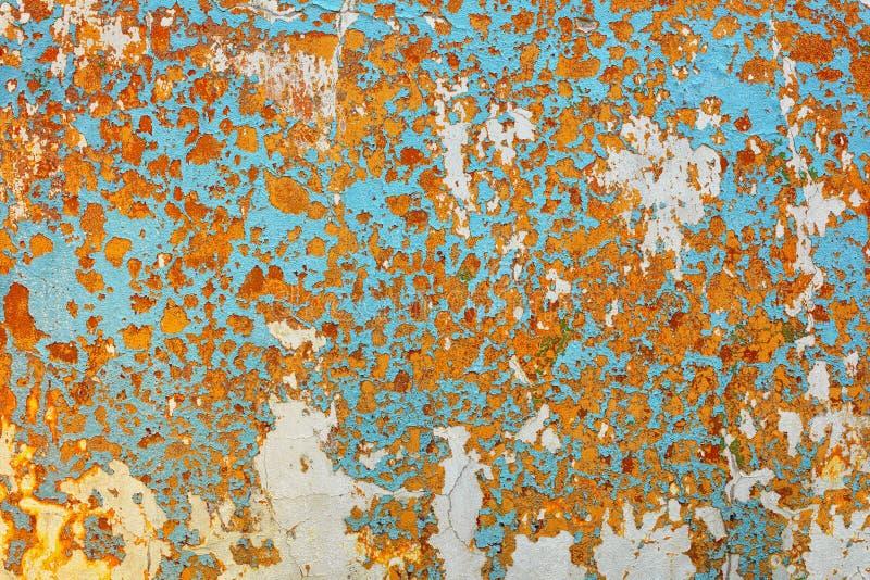 A superfície da parede é coberta com o fundo gasto velho da pintura fotografia de stock royalty free
