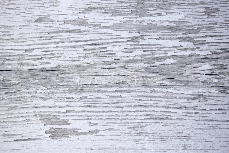 Superfície de madeira com quebras e descascamento da pintura branca imagens de stock royalty free