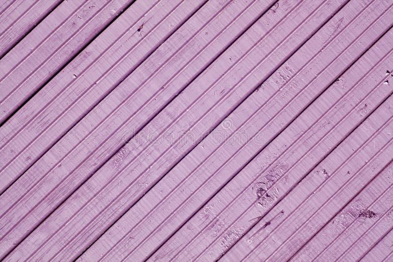 Superfície de madeira da parede da cor violeta imagem de stock