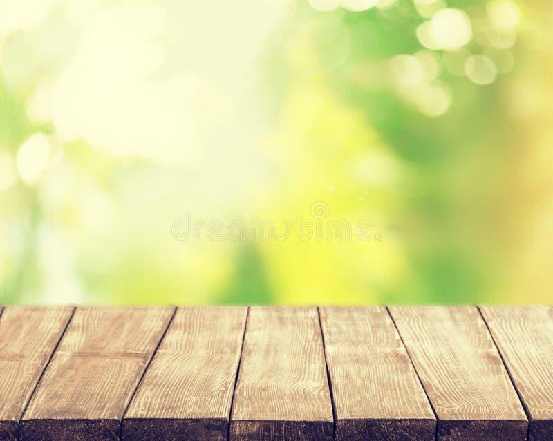 Superfície de madeira vazia no fundo borrado fotografia de stock