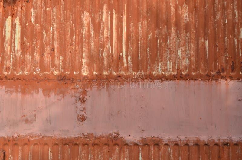 Superf?cie de metal ondulada pintada oxidada velha, fundo fotos de stock royalty free