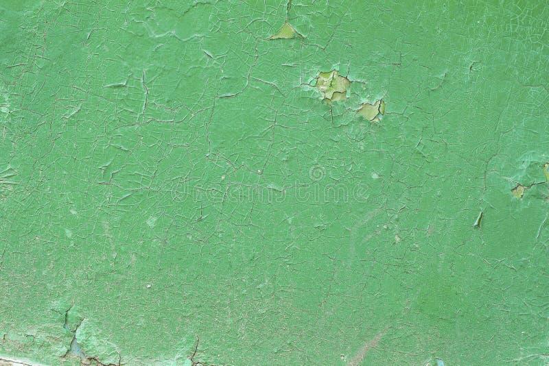 Superfície de metal oxidada velha com pintura da casca foto de stock