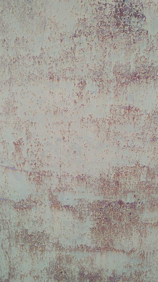 Superfície metálica clara danificada pelo fundo da oxidação, textura Close-up imagens de stock royalty free