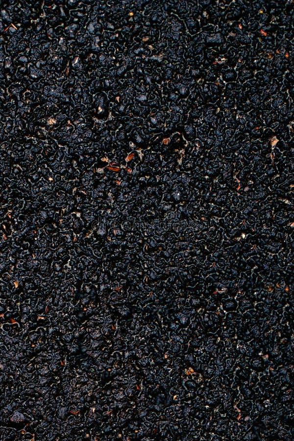 Superfície preta do asfalto Feche acima da textura escura do grunge com grai imagem de stock