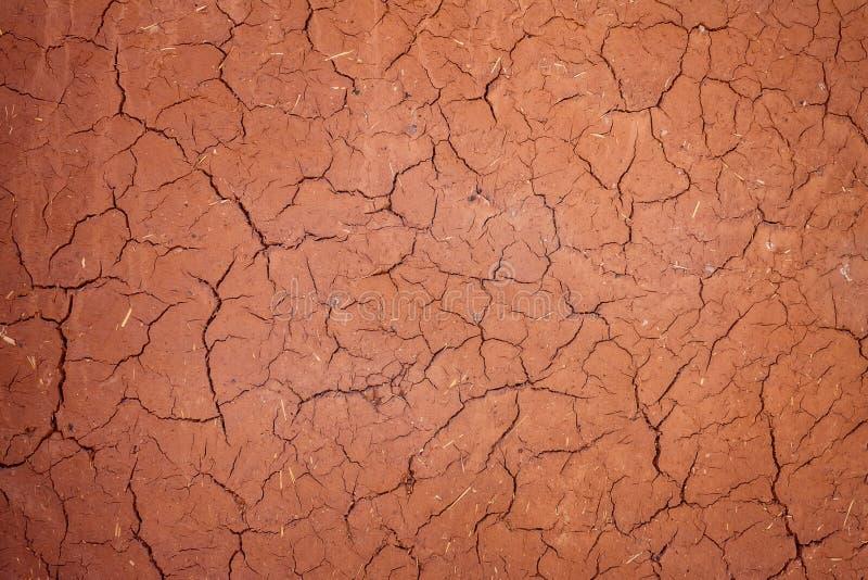 Superfície rachada textura da argila Parede africana do buildind de Adobe imagens de stock