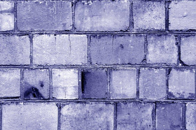 Superfície suja velha da parede de tijolo na cor azul imagem de stock royalty free