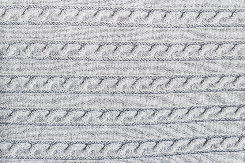 Superfície Textured da luz - o cinza fez malha a tela com teste padrão tradicional da trança para finalidades dos desenhistas foto de stock