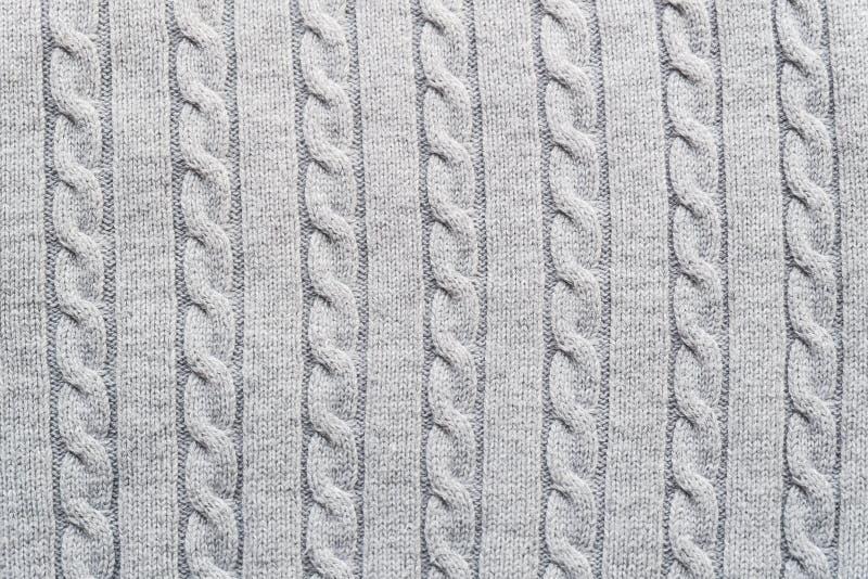 Superfície Textured da luz - o cinza fez malha a tela com teste padrão tradicional da trança para finalidades dos desenhistas fotografia de stock royalty free