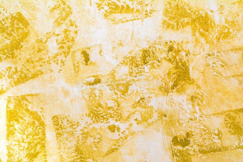 Superficie antica della parete, struttura gialla di gesso decorativo, fondo di astrazione di architettura fotografie stock