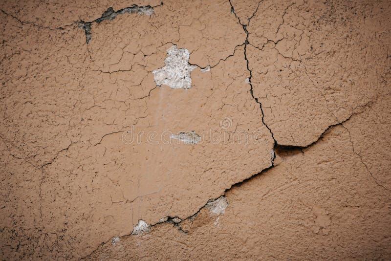 Superficie beige del crujido de la pared del estuco Fondo texturizado beige ligero Textura de Grunge Contexto resistido ?spero imagen de archivo