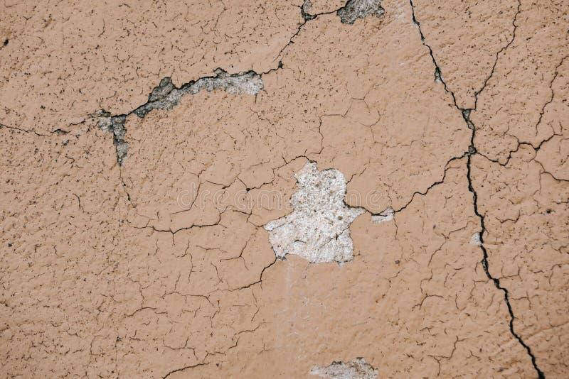 Superficie beige del crujido de la pared del estuco Fondo texturizado beige ligero Textura de Grunge Contexto resistido ?spero fotografía de archivo