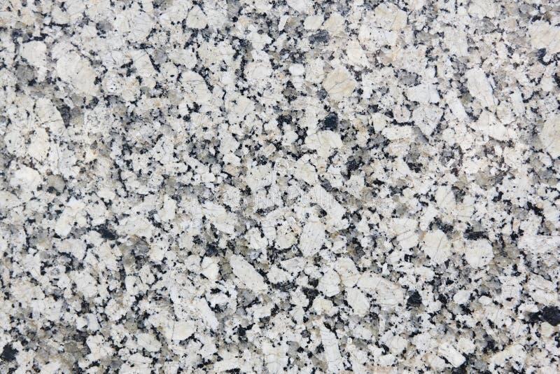 Superficie bianca e grigia lucidata del granito Fondo minerale con fotografia stock