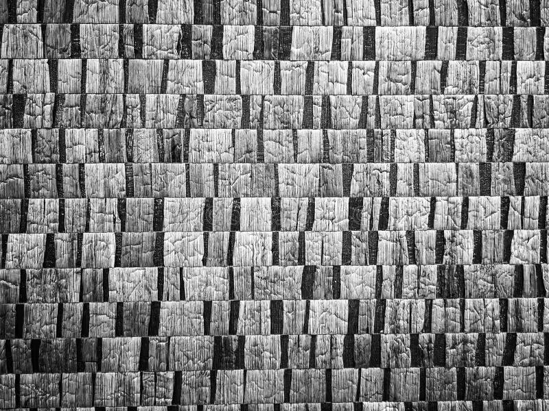 Superficie de madera en blanco de la pared, fondo negro para el diseño interior imagen de archivo libre de regalías