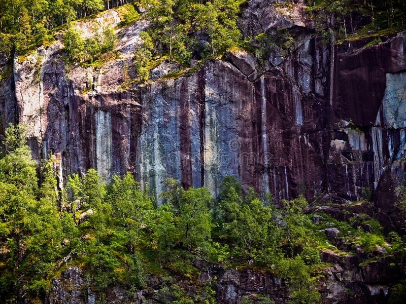 Superficie de piedra texturizada hermosa e inusual de la montaña imágenes de archivo libres de regalías