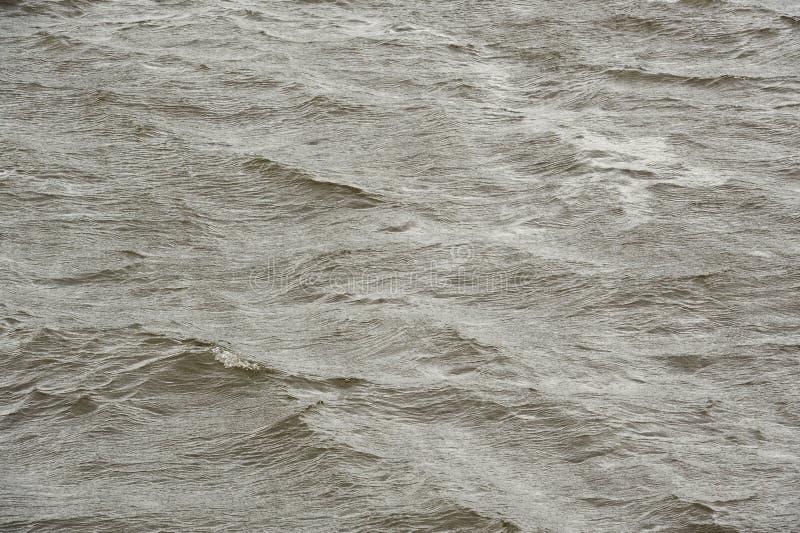 Superficie del agua áspera durante tormenta fotografía de archivo