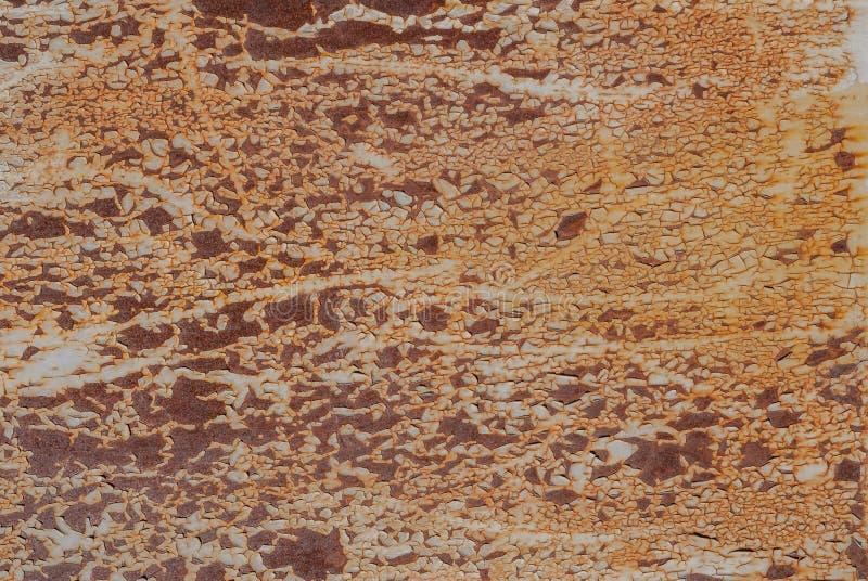 Superficie del hierro oxidado con los remanente de la pintura vieja, pintura saltada, textura beige, fondo fotografía de archivo