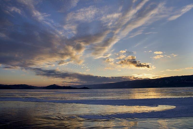 Superficie del lago Baikal en invierno fotografía de archivo