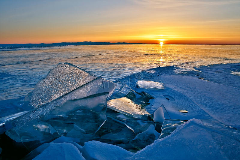 Superficie del lago Baikal nell'inverno fotografie stock libere da diritti