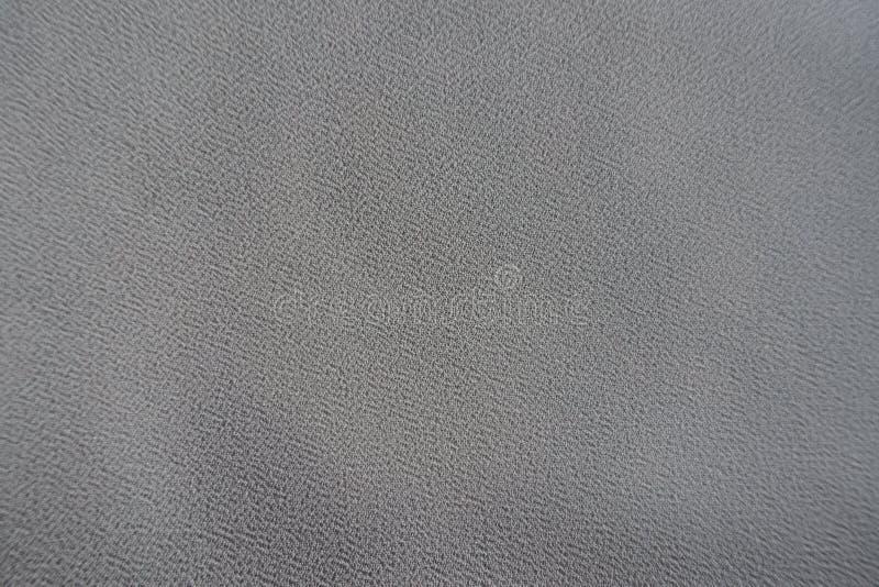 Superficie del tessuto grigio del georgette di crêpe da sopra fotografie stock libere da diritti