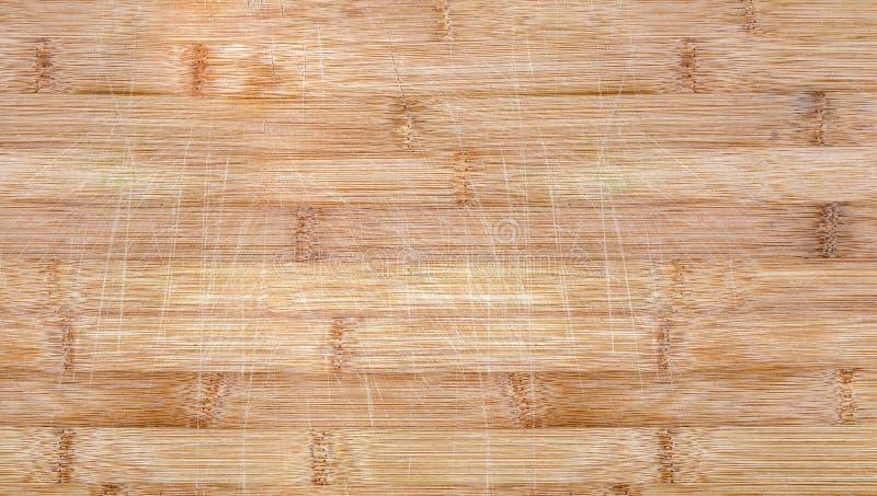 Superficie di bambù graffiata usata di taglio, fondo di struttura immagine stock
