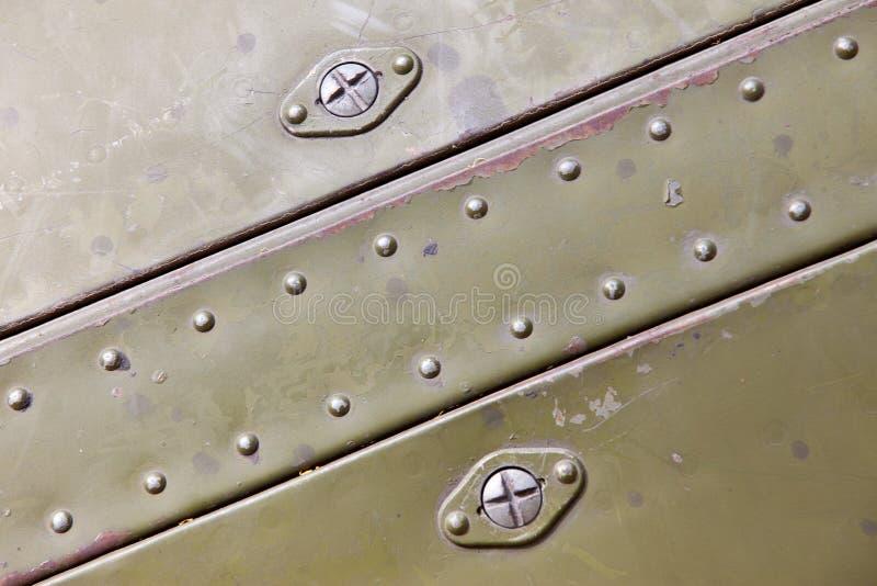 Superficie di metallo con i ribattini fotografia stock
