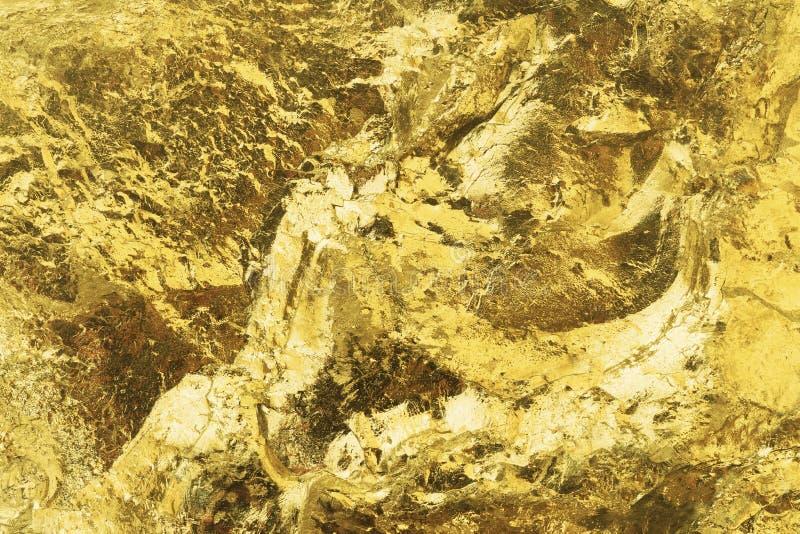 Superficie dorata lucida e lucida Superficie testurizzata della barra d'oro La pepita d'oro si avvicina al passato immagini stock
