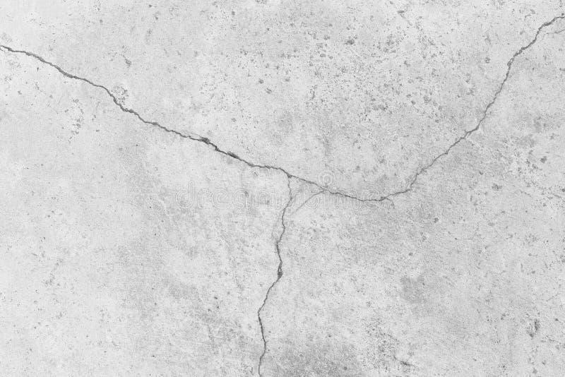 Superficie incrinata bianca del muro di cemento del fondo approssimativo di struttura fotografia stock