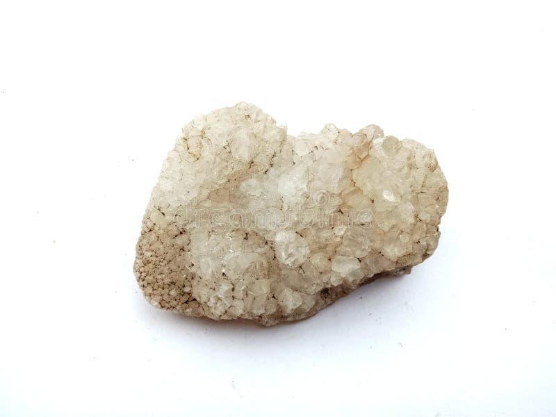 Superficie mineral macra de piedra cristalina con el papel pintado blanco del fondo fotos de archivo