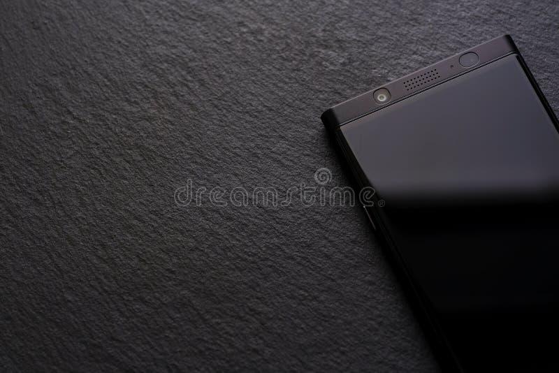 Superficie nera, smartphone nero immagine stock libera da diritti