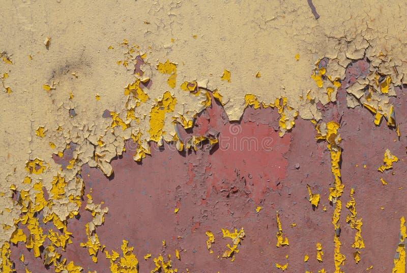 Superficie pintada del hierro con una corrosión del metal, una pintura saltada, un viejo fondo con la peladura y una pintura que  imágenes de archivo libres de regalías