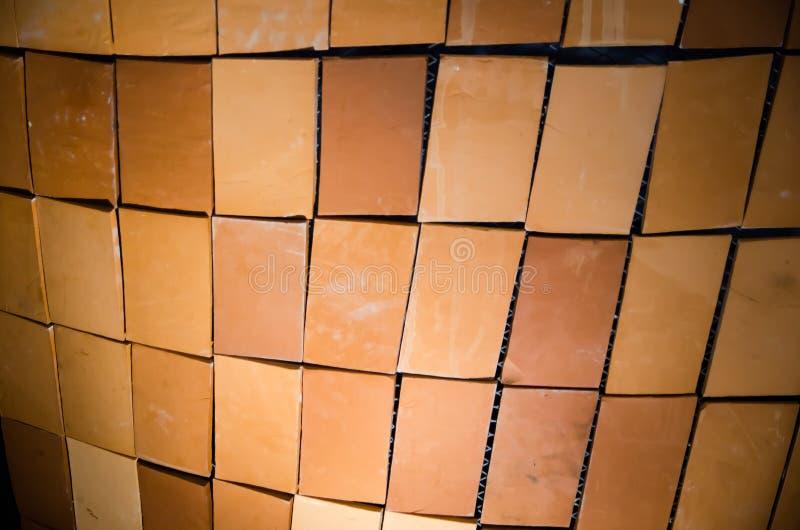 Superficie rossa contemporanea del muro di mattoni senza allegata al calcestruzzo del cemento fotografie stock