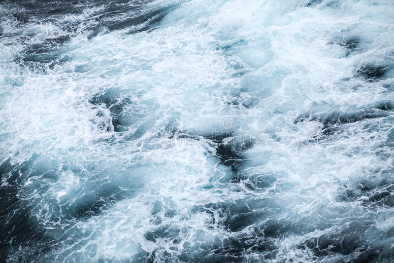 Superficie tempestosa dell'acqua dell'Oceano Atlantico del nord fotografie stock