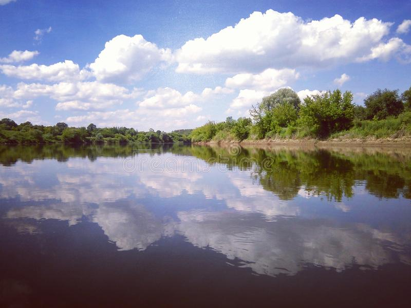 Superficie tranquila del río de Dnieper imagenes de archivo