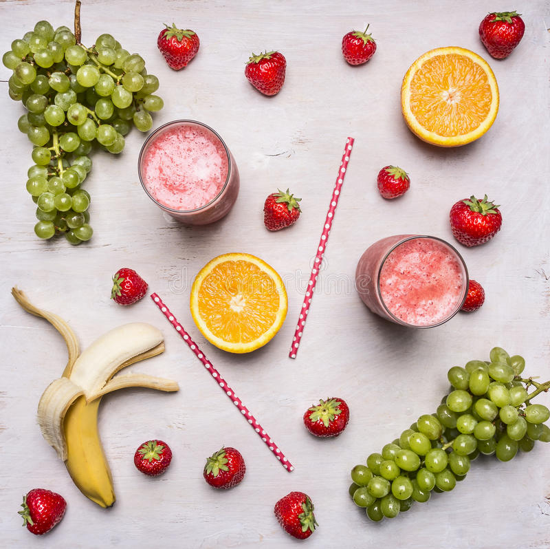 Superfoods et santé ou concept de nourriture de régime de detox Ingrédients organiques frais de Smoothie Smoothies de fruits et l photos libres de droits