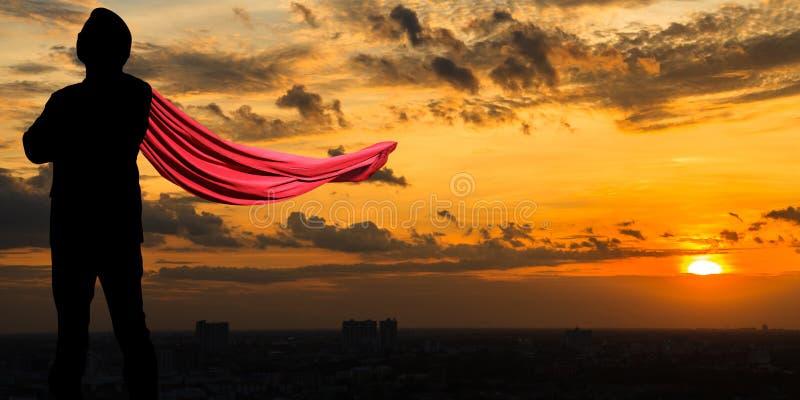 Supergeschäftsmann in der Dämmerung stockfoto