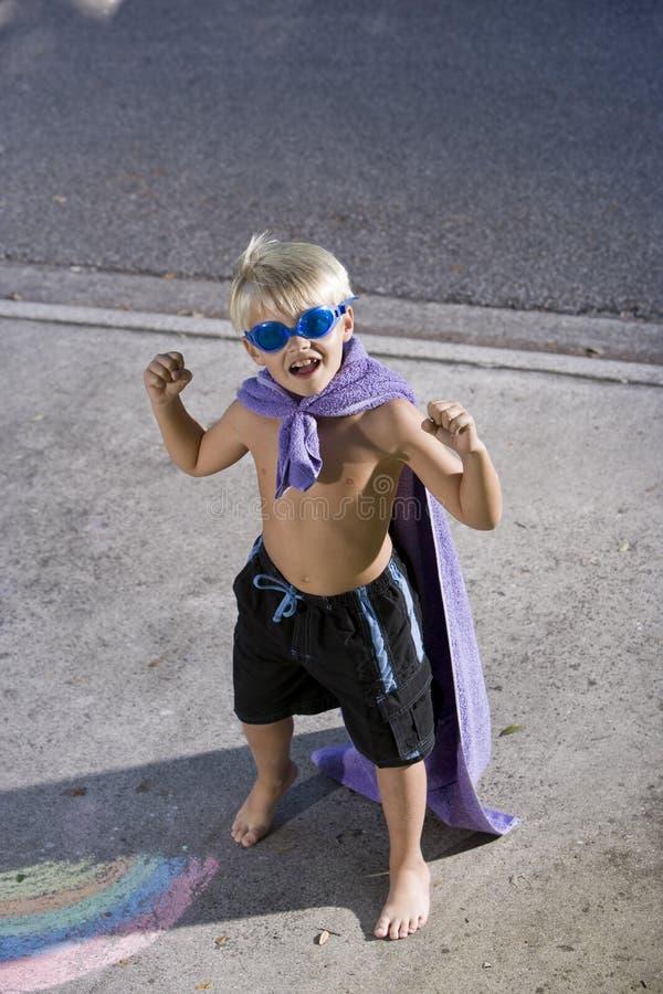 Superheld biegt seine Muskeln stockfoto