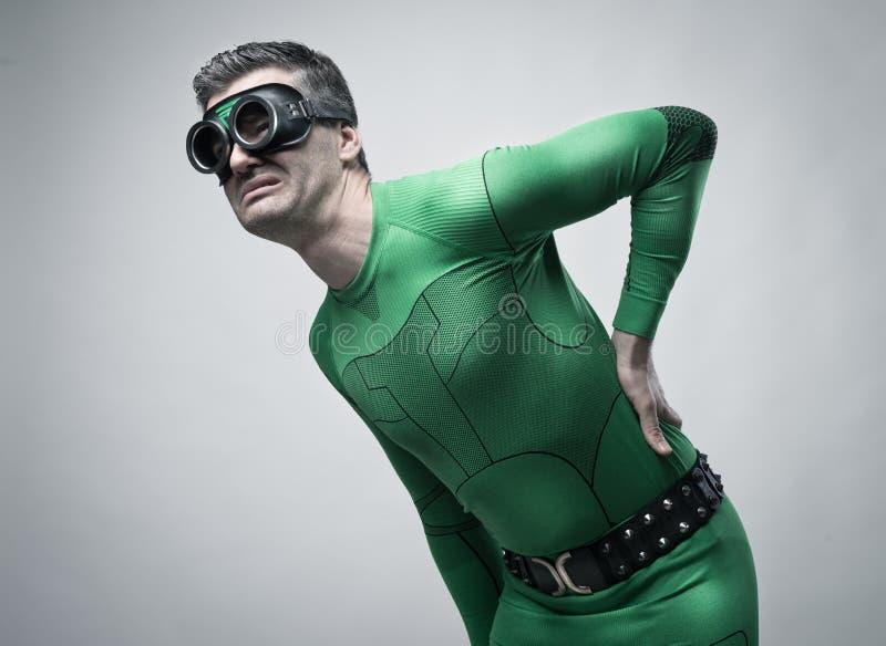 Superheld mit Rückenschmerzen stockfoto
