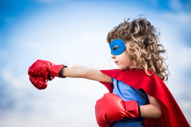 Superheldkind lizenzfreie stockfotografie