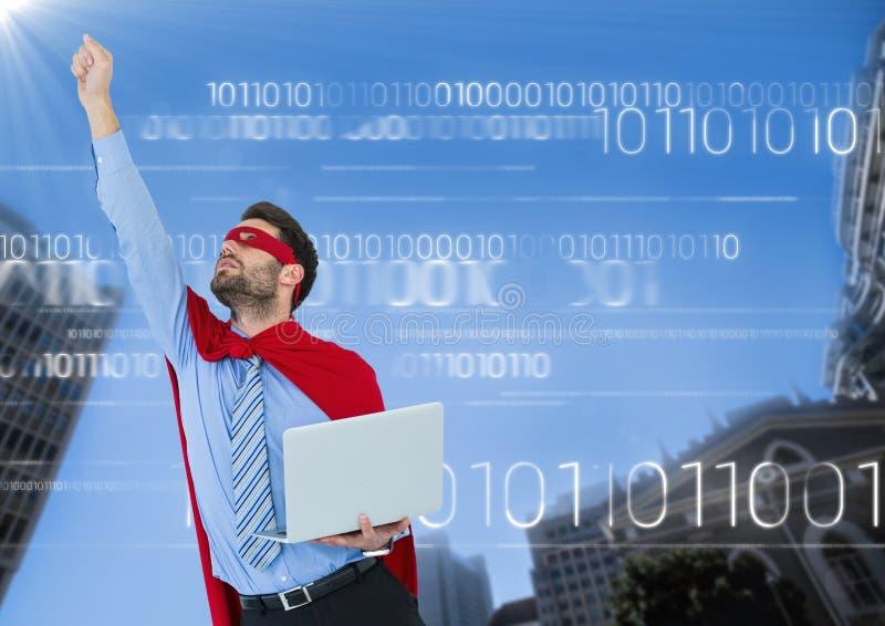 Superhero för affärsman med bärbara datorn och handen i luft mot byggnader och himmel med den vita binära koden royaltyfri illustrationer