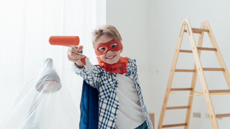 Superhero som gör hem- renovering arkivbild