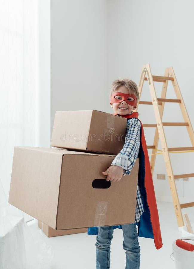 Superhero som gör hem- renovering arkivfoto