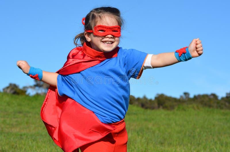 Superherobarn - flickamakt arkivbild