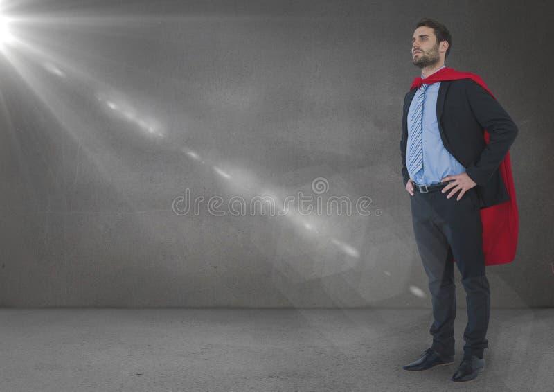 Superheroen för affärsmannen med händer på höfter i grå färger hyr rum med signalljuset royaltyfri illustrationer