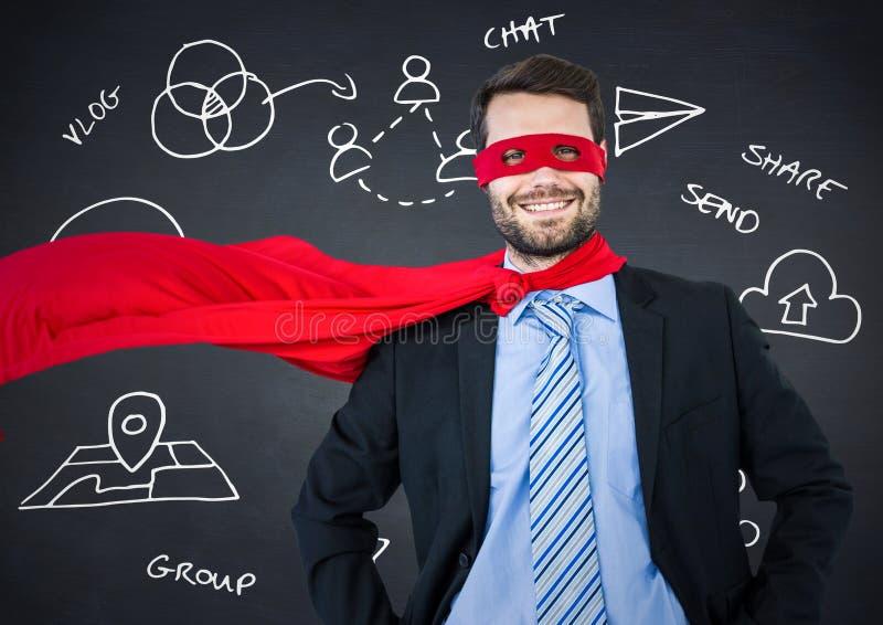 Superheroen för affärsmannen med händer på höfter mot den svart tavlan för marinen med den vita affären klottrar arkivfoto