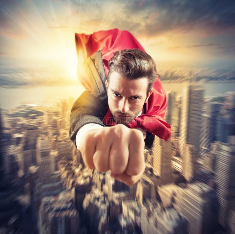 Superheroen flyger snabbare royaltyfri fotografi