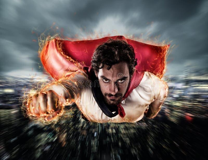 Superheroen flyger snabbare arkivbild