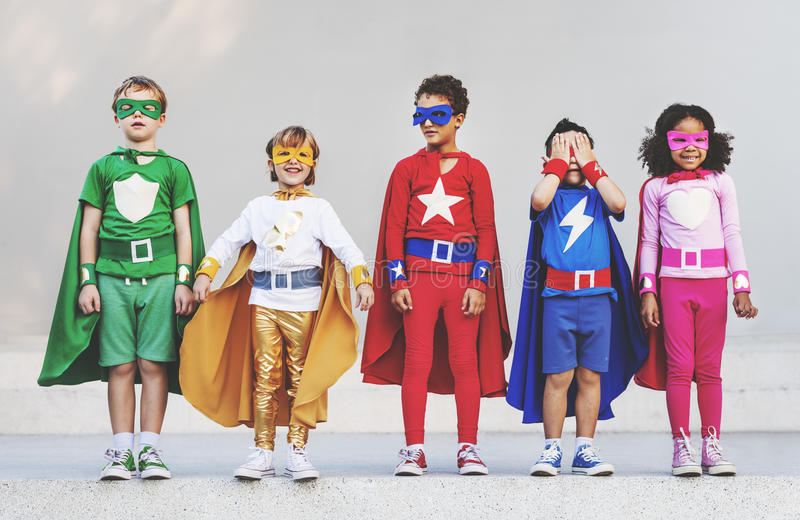 Superheroen lurar skämtsamt roligt begrepp för ambitionfantasi royaltyfria foton