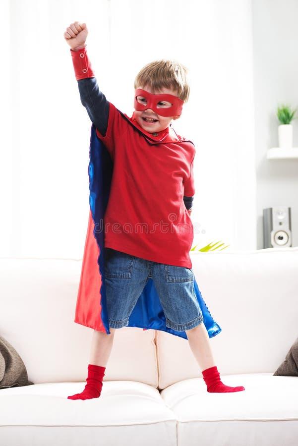 Superherojongen royalty-vrije stock afbeeldingen